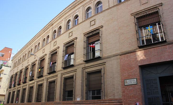 ¿El Colegio Santa Ana (Sevilla) se niega a poner la bandera de España?