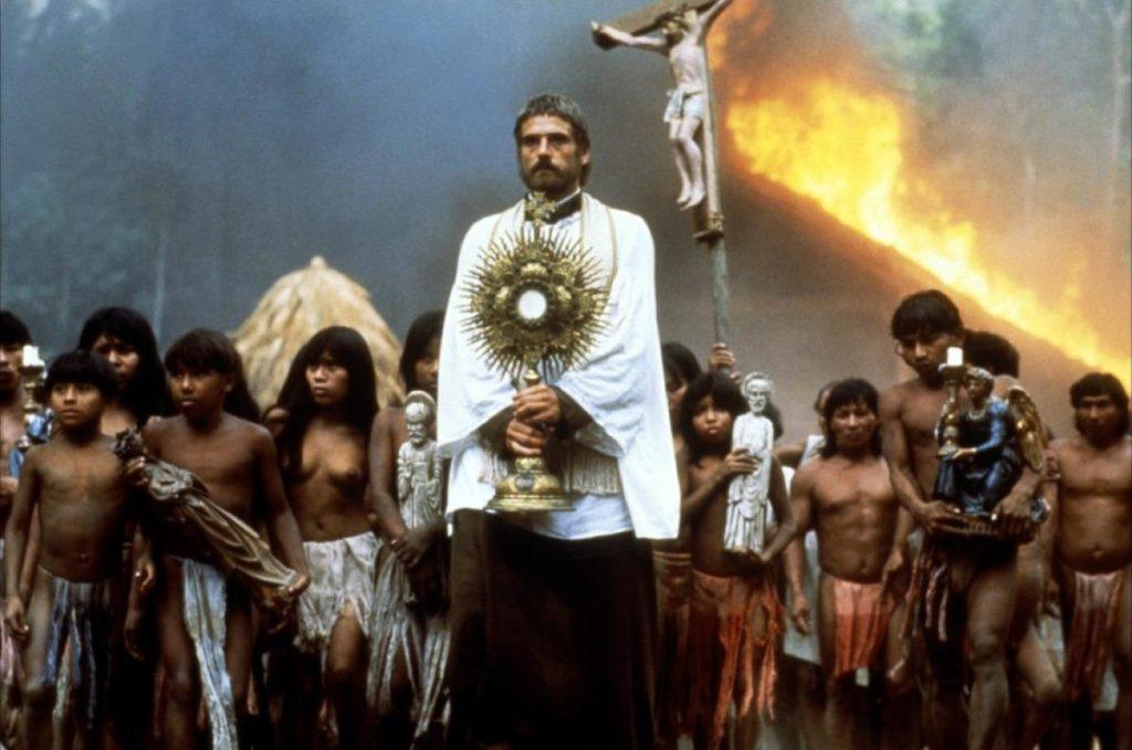 El Papa Americano y la Iglesia en el Amazonas : santos y sínodos, el Vaticano y los chinos y el baño químico.