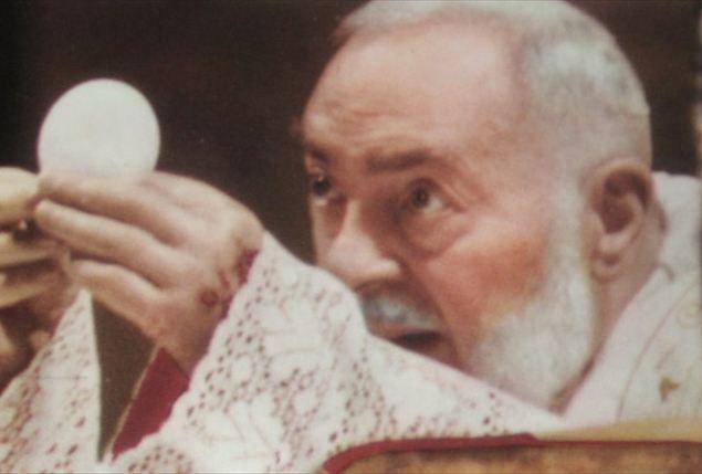 San Pio de Pietrelcina inunda los medios, falta otro párrafo de la carta, condenas reducidas, los musulmanes agradecidos y la virgen llora sangre.