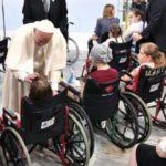 El Papa visita a los niños enfermos en Cracovia