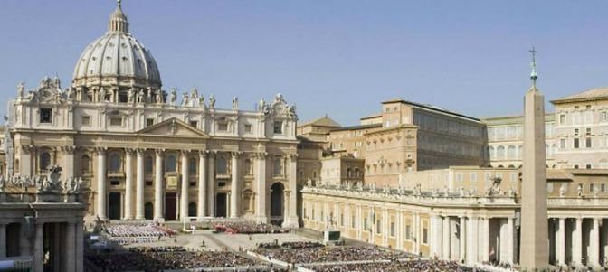 Varios cardenales, indignados por la apertura de un McDonald's en el edificio, del Vaticano, en el que viven