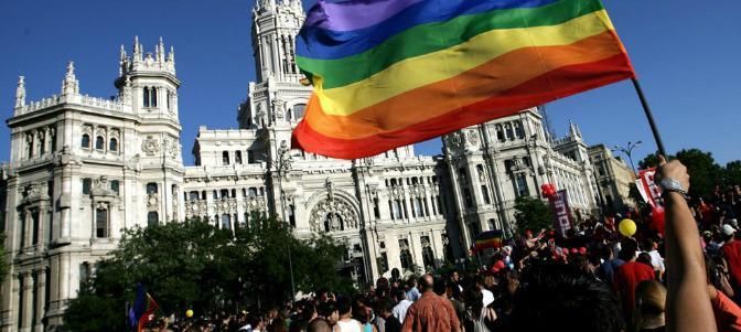 Nueva cesión al lobby gay: la Comunidad de Madrid se convierte en  'LGTBI friendly'