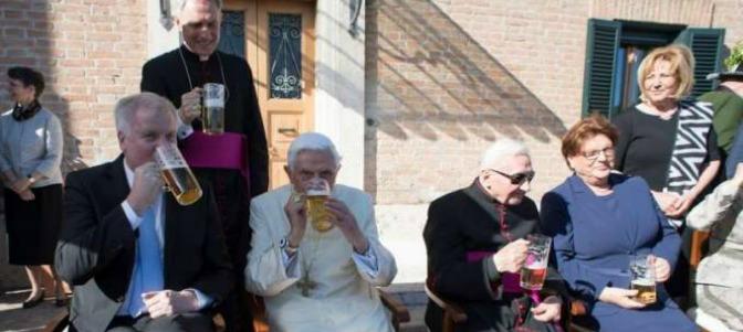 La fiesta bávara por los 90 años de Benedicto XVI