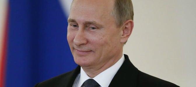 Putin: 'La gran fiesta de la Pascua tiene un gran sentido moral, trae consigo la inextinguible luz de la fe'