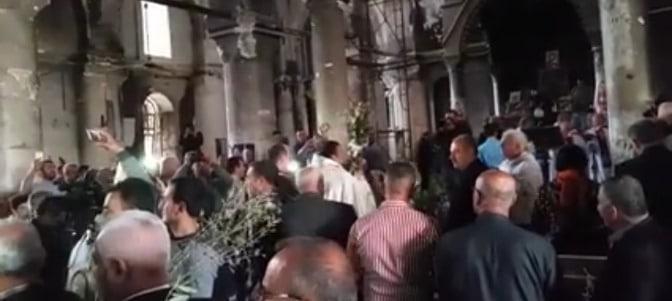 Cristianos iraquíes celebran el Domingo de Ramos en una catedral liberada del ISIS