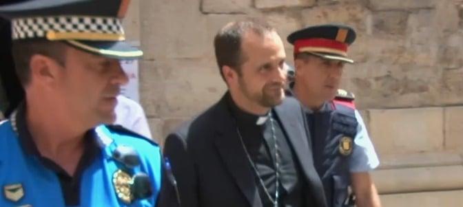 Brutal acoso del lobby LGTB al obispo de Solsona - Infovaticana