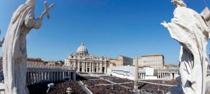 Sarah denuncia las misas multitudinarias 'con millares de asistentes'