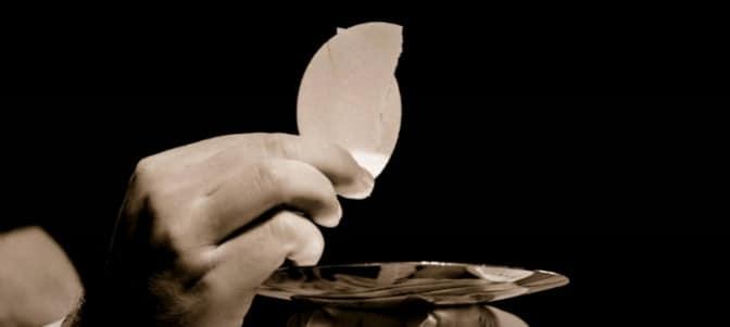 """""""El modo como recibimos la comunión manifiesta el grado de nuestra fe en la presencia del Señor"""""""