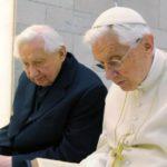 Georg Ratzinger revela la enfermedad paralizante que sufre Benedicto XVI