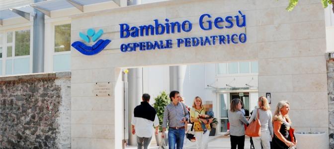 Parolin: 'El Bambino Gesù está trabajando para resolver los problemas del pasado'