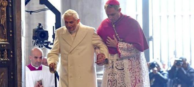 Gänswein, sobre Benedicto XVI: 'Para tener 90 años está bien'