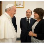 """El Vaticano condecoró a Ploumen por """"praxis diplomática"""""""