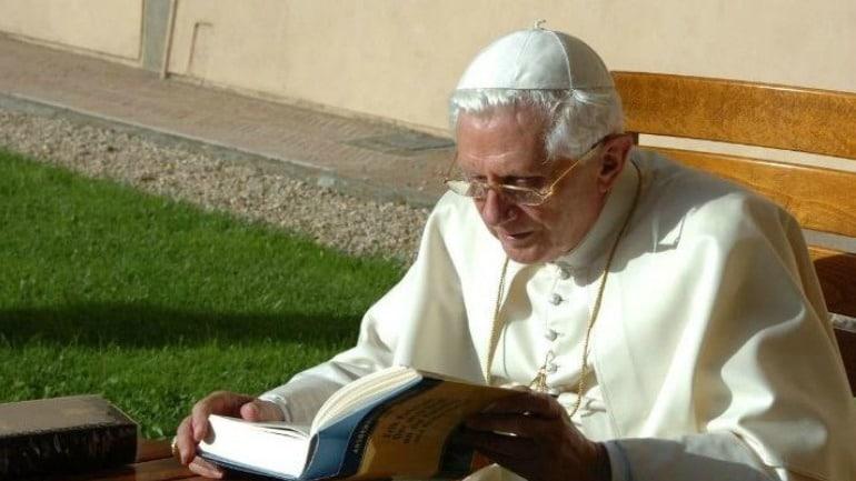 """""""El Sábado Santo es el día del ocultamiento de Dios"""""""