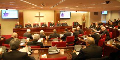 Obispos españoles participando en una reunión de la Conferencia Episcopal Española.