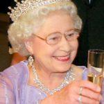 El insoportable silencio de la reina de Inglaterra sobre Alfie
