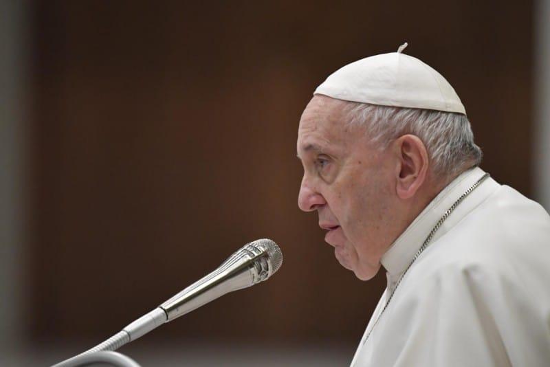 papa francisco serio