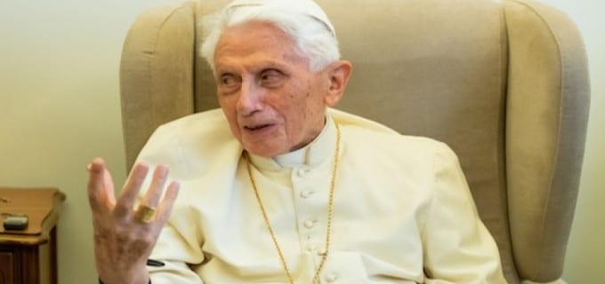 """Benedicto XVI """"delicado"""" pero no """"grave"""". Su vida no está en peligro aclara Santa Sede"""