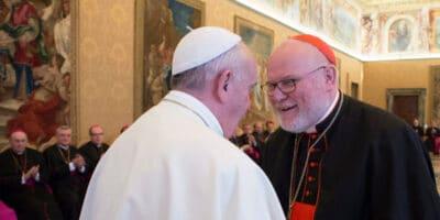 Papa renuncia Marx