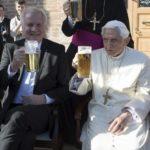 Los 91 años del Papa Benedicto XVI, el Papa Francisco y los niños: la vida y la muerte, el obispo rapero.